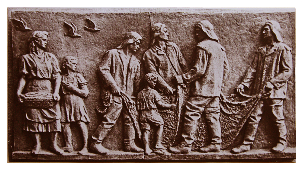 "6 pav. Skulptūrinis reljefas ""Žvejai"", skulpt. P. Aleksandravičius, 1954 m., LLMA, f. 331, ap. 1, b. 14, l. 1"