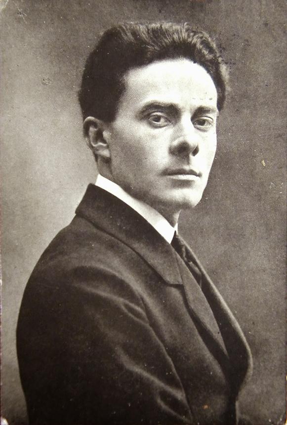 Massimo Bontempelli 1921 m. Nežinomo fotografo nuotrauka