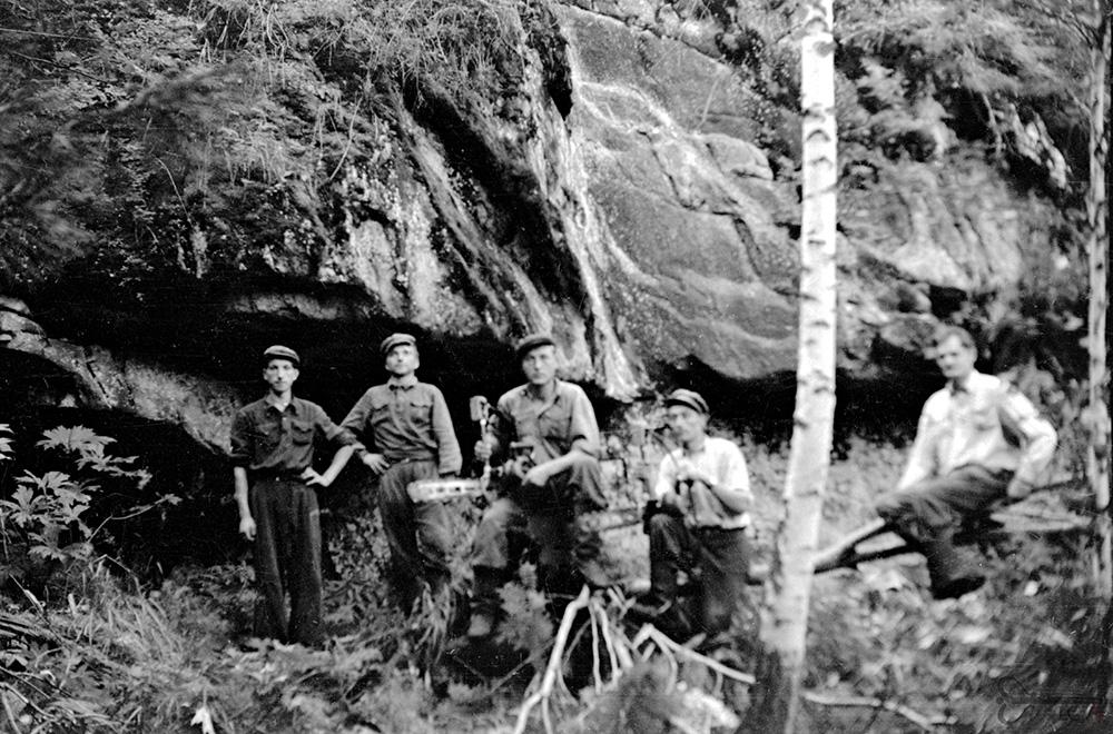 Krasnojarsko kr. Manos r.  Širokij Logo miškų ūkio brigada.  1955–1956 m.  Kazio Vilimo nuotrauka.  Lietuvos centrinis valstybės  archyvas, 0-128851.