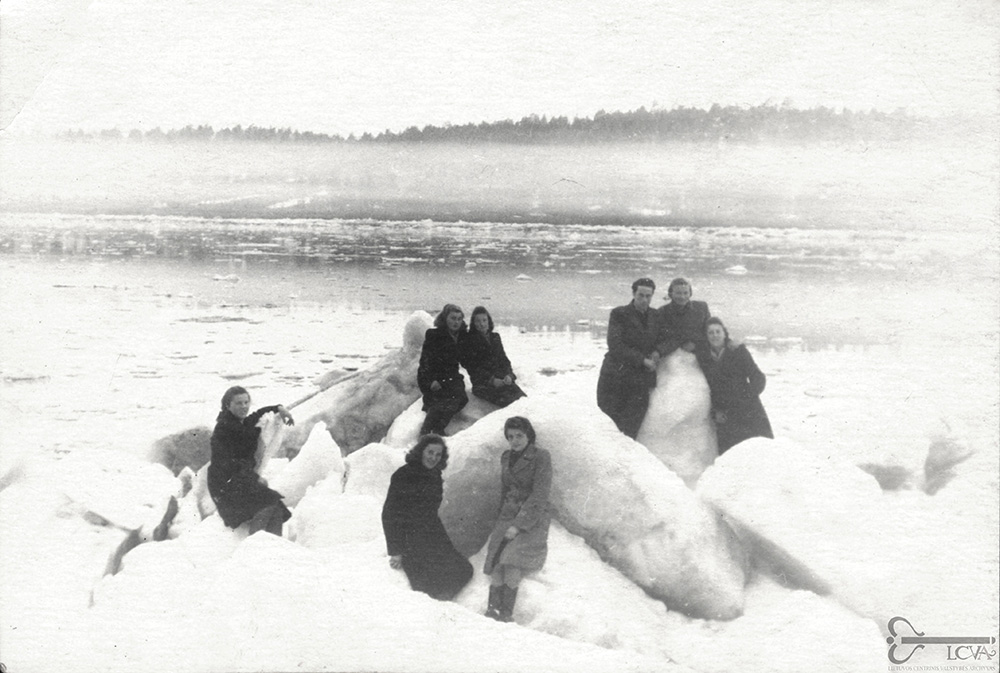 Tremtiniai Krasnojarsko  krašte. Ledų sangrūda  Jenisejuje 1953 m.  Lietuvos centrinis valstybės  archyvas, P-31850.