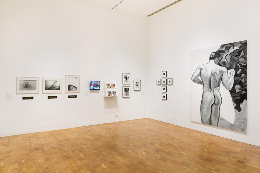 """Parodos """"Axis Mundo: Queer Networks in Chicano L. A."""" fragmentas. M. Mezos """"Untitled (Male Nude)""""  – dešinėje. Zako Kelley nuotrauka"""