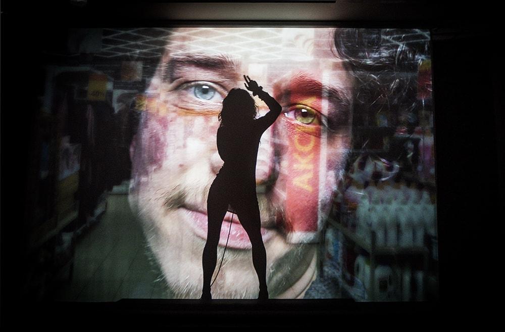 """Spektaklio """"Liučė čiuožia"""" (rež. O. Koršunovas) scena. Dmitrijaus Matvejevo nuotrauka"""
