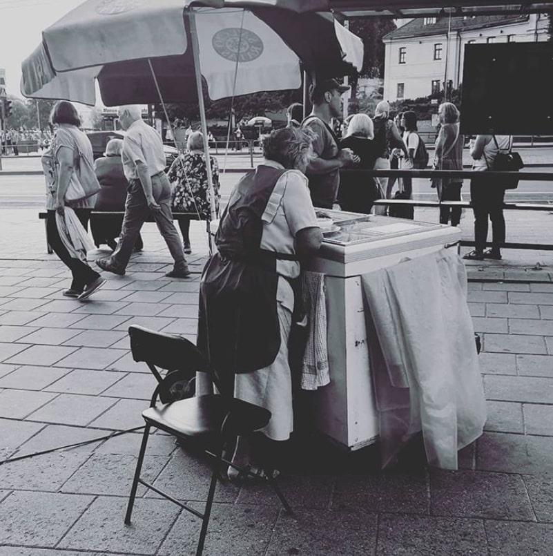 """Agnė Vasiliauskaitė. """"Daili moteris parduoda ledus"""""""