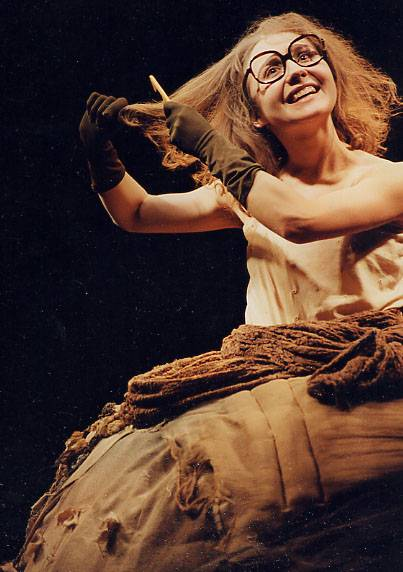 """Vini – Birutė Marcinkevičiūtė-Mar spektalyje """"Žodžiai smėlyje"""" prieš 20 metų (1998-12-04) ir dabar (2018-12-04). Dmitrijaus Matvejevo nuotraukos"""